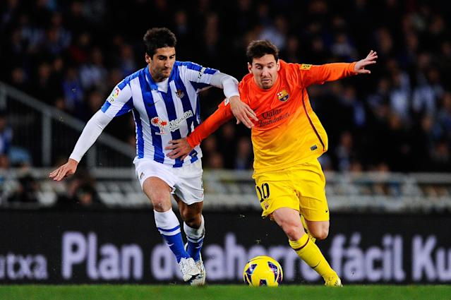 SAN SEBASTIAN, SPAIN - JANUARY 19: Lionel Messi of FC Barcelona (R) duels for the ball with Markel Bergara Larranaga of Real Sociedad during the La Liga match between Real Sociedad and FC Barcelona at the Anoeta stadium on January 19, 2013 in San Sebastian, Spain. (Photo by David Ramos/Getty Images)