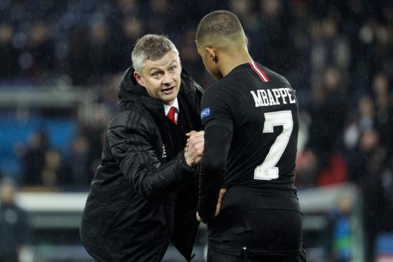 Solskjaer consoles Mbappe (AFP/Getty Images)