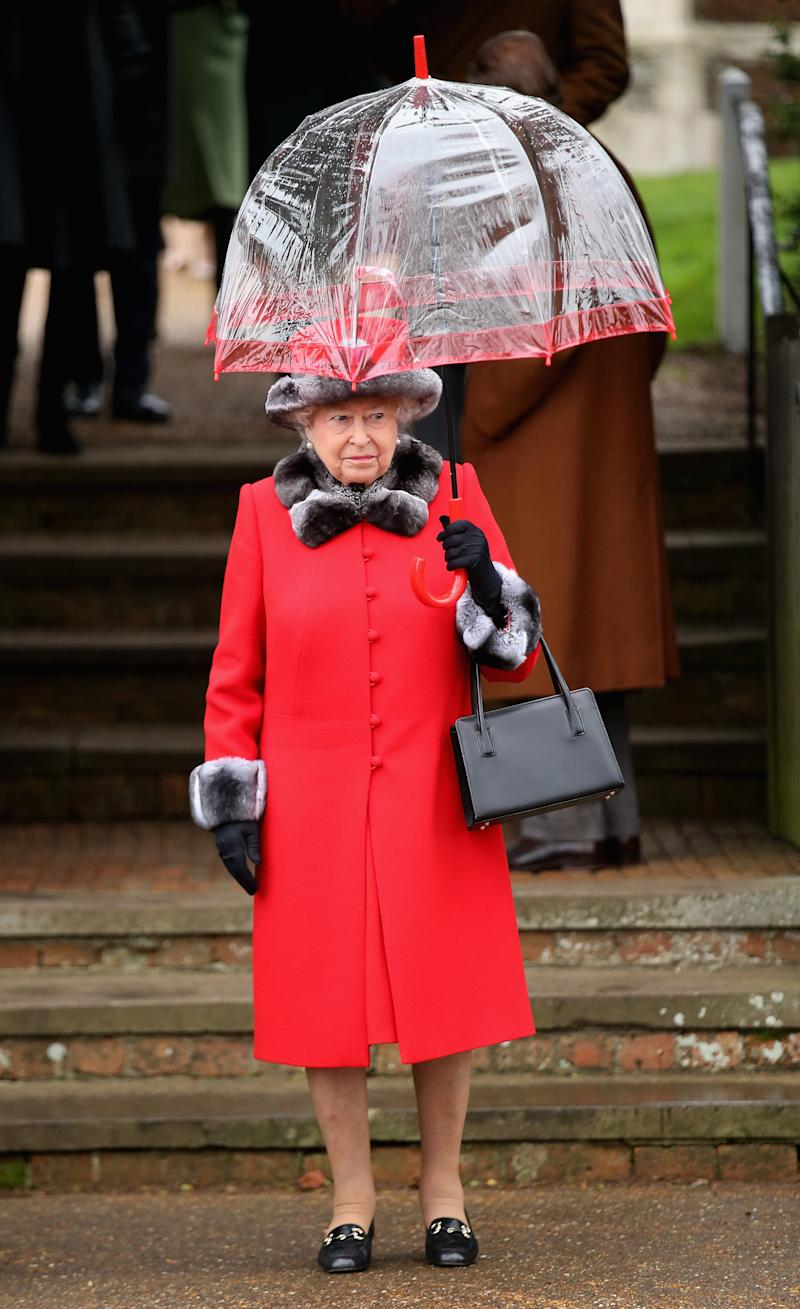KING'S LYNN, ENGLAND - DECEMBER 25: Queen Elizabeth II attends a Christmas Day church service at Sandringham on December 25, 2015 in King's Lynn, England. (Photo by Chris Jackson/Getty Images)