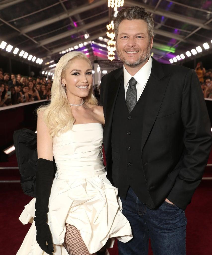 SANTA MONICA, CALIFORNIA – NOVEMBER 10: 2019 E! PEOPLE'S CHOICE AWARDS — Pictured: (l-r) Gwen Stefani and Blake Shelton arrive to the 2019 E! People's Choice Awards held at the Barker Hangar on November 10, 2019. — NUP_188990 (Photo by Todd Williamson/E! Entertainment/NBCU Photo Bank via Getty Images)