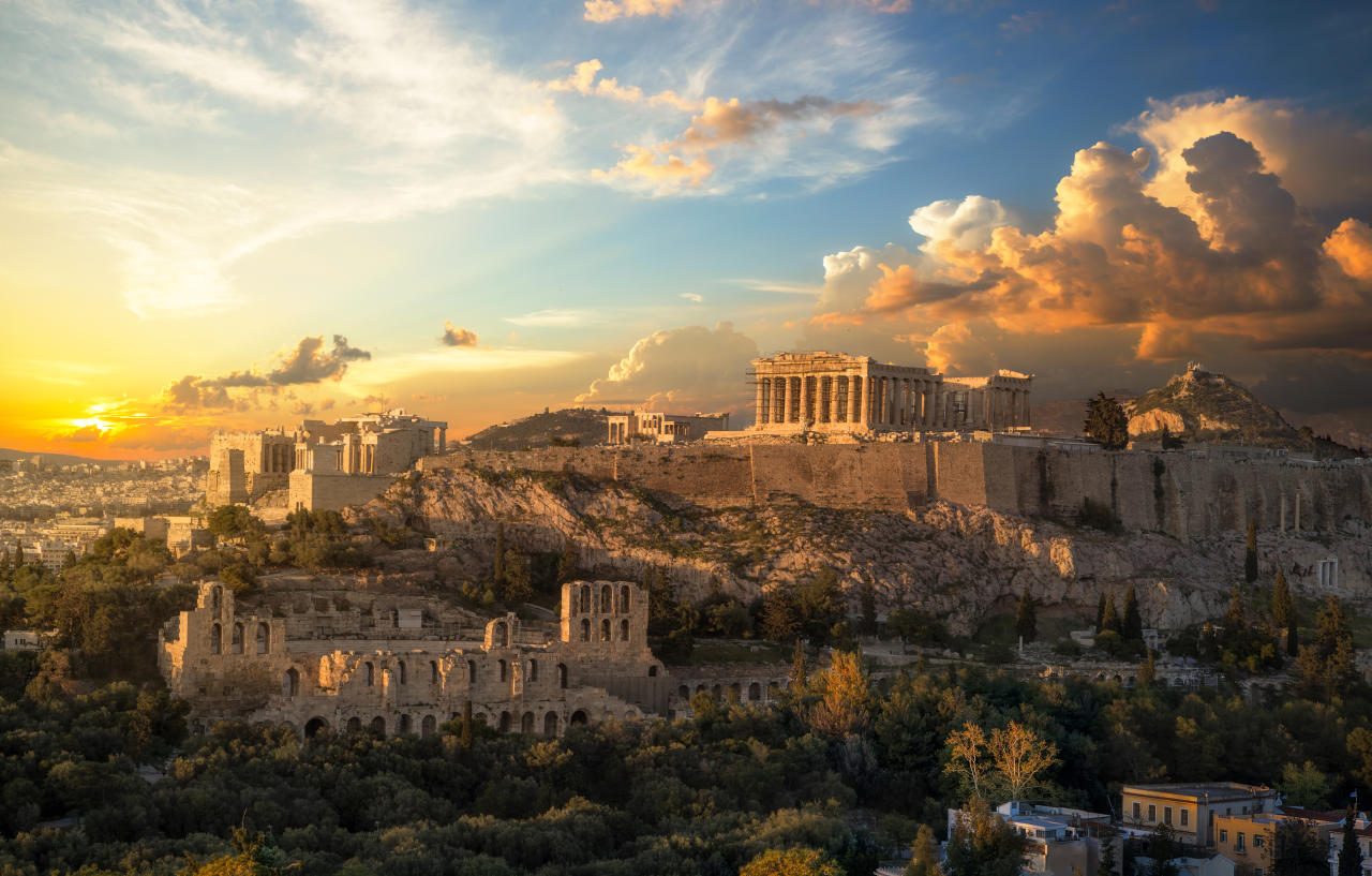 "This ancient citadel in the Greek capital is a UNESCO World Heritage Centre, and is considered a lasting reminder of the glories of ancient Greece. <a href=""https://fave.co/2zxnxk1"">Book a visit here</a> <em>[Photo: Getty]</em>"