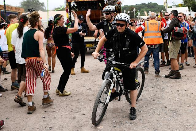 <p>Revellers high five the police at Worthy Farm in Somerset during the Glastonbury Festival in Britain, June 22, 2017. (Photo: Dylan Martinez/Reuters) </p>