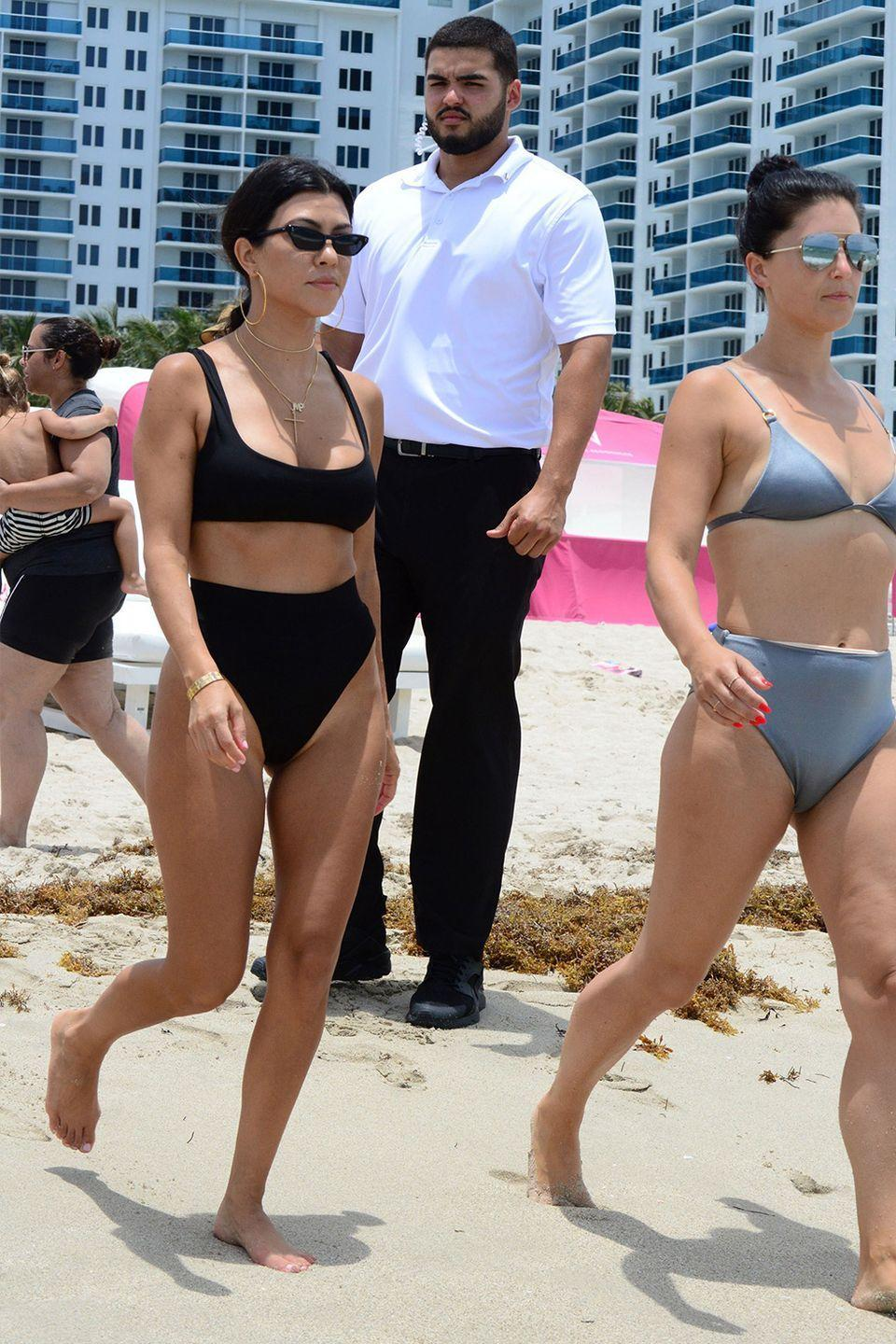 "<p>Kourtney loves to eat fresh avocado pudding in the a.m.. ""It only takes a few minutes to make and it provides healthy fats to give me energy before a workout,"" Kourtney said on her <a href=""https://www.kourtneykardashian.com/kourt/1164-kourtney-kardashian-meal-plan"" rel=""nofollow noopener"" target=""_blank"" data-ylk=""slk:website"" class=""link rapid-noclick-resp"">website</a>.</p><p>ICYMI: Avos are <a href=""https://www.womenshealthmag.com/food/a19495380/how-many-calories-in-an-avocado/"" rel=""nofollow noopener"" target=""_blank"" data-ylk=""slk:pretty damn good"" class=""link rapid-noclick-resp"">pretty damn good</a> for you. But keep in mind, an entire avocado clocks in at 322 calories—so maybe stick to half.</p>"