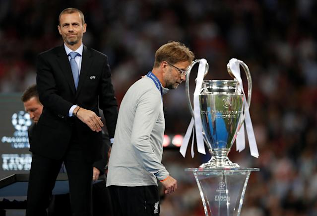 Soccer Football - Champions League Final - Real Madrid v Liverpool - NSC Olympic Stadium, Kiev, Ukraine - May 26, 2018 Liverpool manager Juergen Klopp looks dejected after being awarded his runners up medal by UEFA president Aleksander Ceferin REUTERS/Andrew Boyers