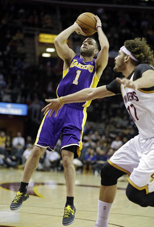 Los Angeles Lakers' Jordan Farmar (1) shoots against the Memphis Grizzlies Cleveland Cavaliers' Anderson Varejao, from Brazil, in the second quarter of an NBA basketball game on Wednesday, Feb. 5, 2014, in Cleveland. (AP Photo/Mark Duncan)