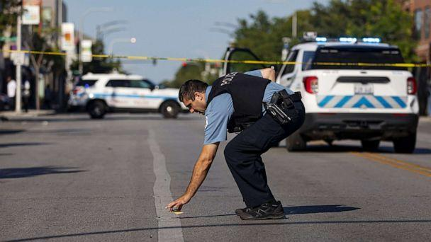 PHOTO: Chicago police investigate a shooting, Sept. 5, 2021, on West Chicago Avenue in Chicago. (Brian Cassella/Chicago Tribune via Newscom)