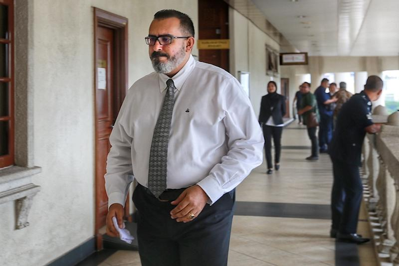 Maybank vice-president in charge of the credit card fraud and dispute management department Anoop Singh Gulzara Singh is seen at the Kuala Lumpur High Court December 2, 2019. — Picture by Ahmad Zamzahuri