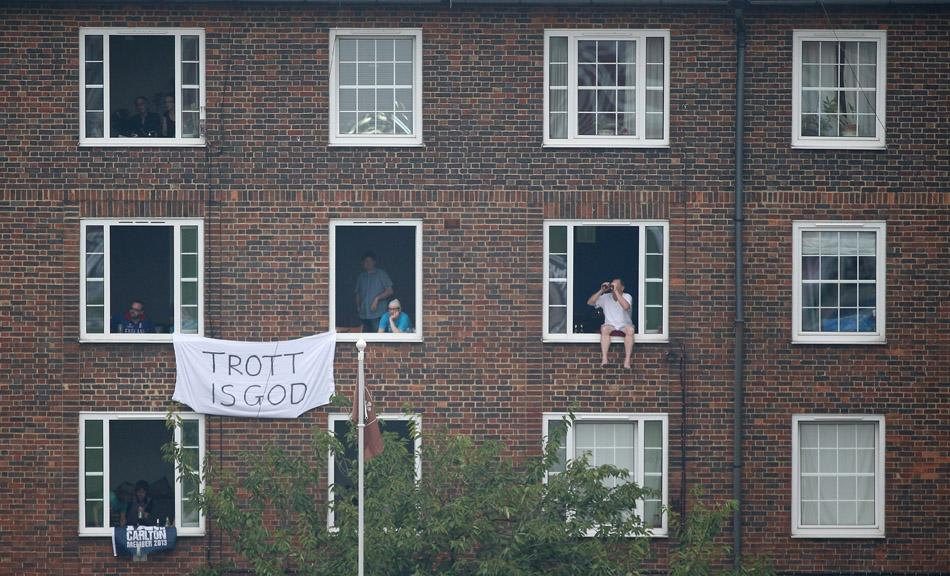 LONDON, ENGLAND - AUGUST 23:  Spectators watch the match from roof tops and windows during day three of the 5th Investec Ashes Test match between England and Australia at the Kia Oval on August 23, 2013 in London, England.  (Photo by Richard Heathcote/Getty Images)