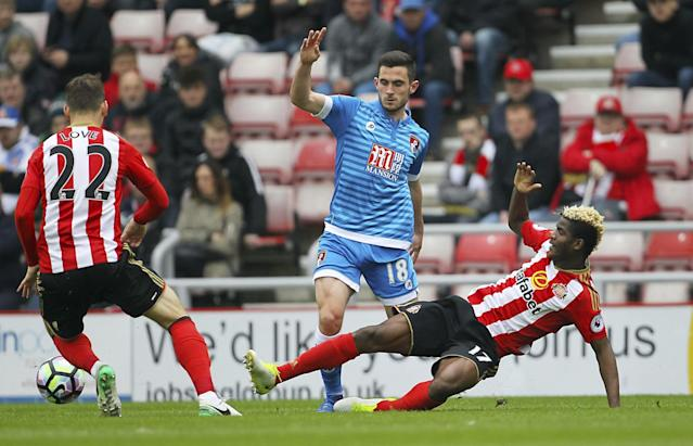<p>AFC Bournemouth's Lewis Cook, center, and Sunderland's Didier Ibrahim Ndong battle for the ball </p>