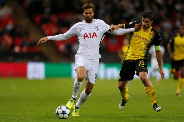 Tottenham Hotspur striker Fernando Llorente (L) vies with Borussia Dortmund defender Sokratis during the UEFA Champions League Group H football match between Tottenham Hotspur and Borussia Dortmund at Wembley Stadium in London, on September 13, 2017