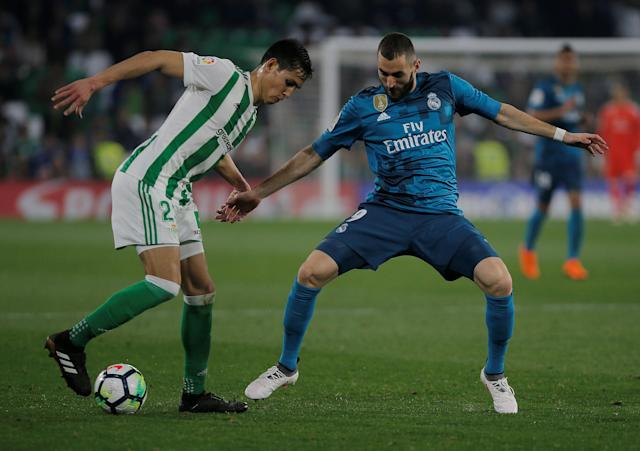 Soccer Football - La Liga Santander - Real Betis vs Real Madrid - Estadio Benito Villamarin, Seville, Spain - February 18, 2018 Real Madrid's Karim Benzema in action with Real Betis' Aissa Mandi REUTERS/Jon Nazca
