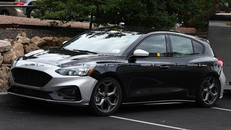 Focus St Towing >> Next Ford Focus St Spied Undisguised And Towing A Trailer
