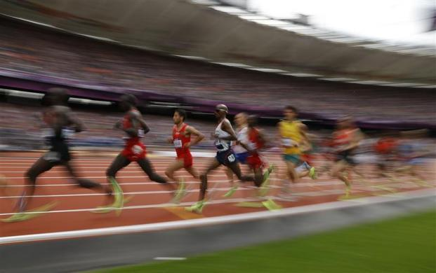 Britain's Mo Farah (C) runs in his men's 5000m round 1 heat during the London 2012 Olympic Games at the Olympic Stadium August 8, 2012.