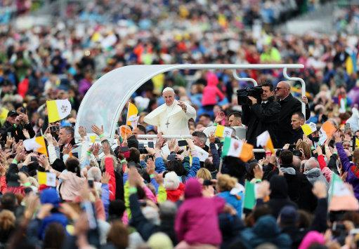 Pope Francis arrives to attend the closing Mass at the World Meeting of Families at Phoenix Park