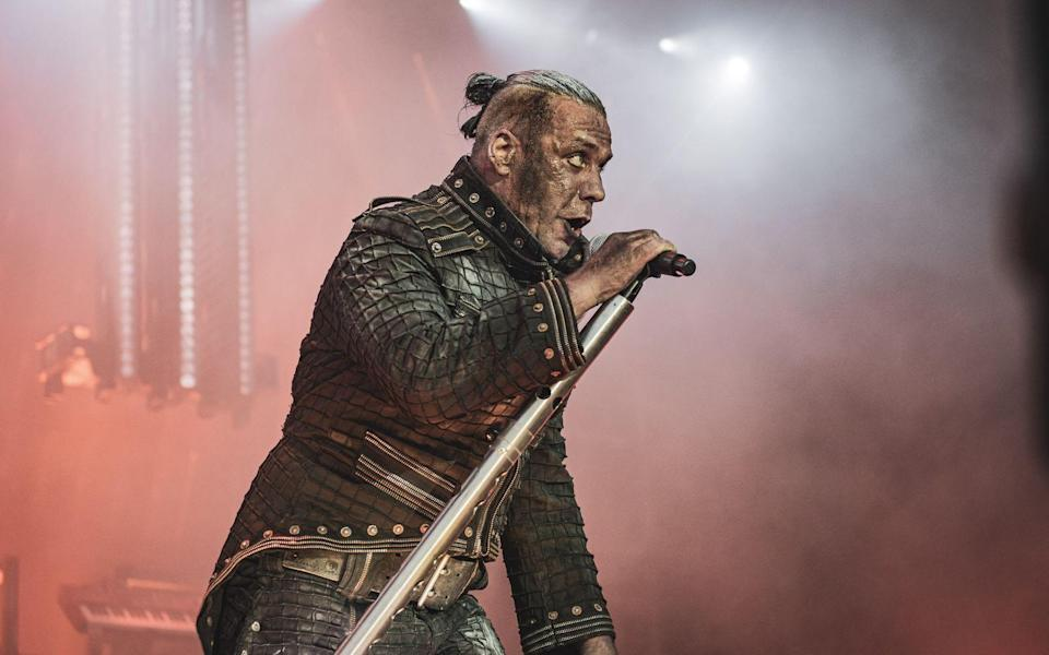 Als Frontmann der Metal-Band Rammstein steht Till Lindemann schon seit 1994 auf der Bühne. (Bild: Getty Images/Avalon/PYMCA/Gonzales Photo/Nikolaj Bransholm/Universal Images Group)