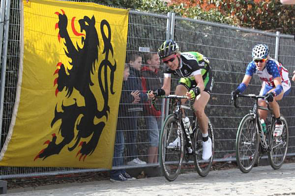 On the penultimate climb, Patterberg, Judith Arndt (GreenEdge-AIS) and Kristin Armstrong (United States) at 2012 Tour of Flanders