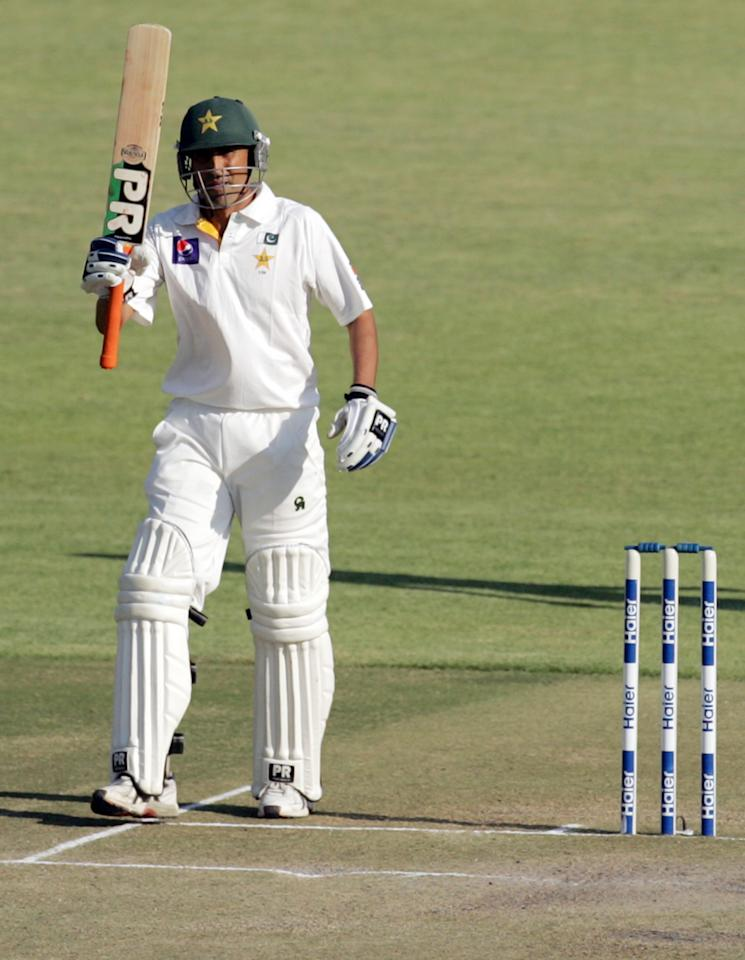 Pakistan batsman Younis Khan reaches 50 runs on September 5, 2013 during the third day of the first Test against Zimbabwe at the Harare Sports Club.                   AFP PHOTO / JEKESAI NJIKIZANA        (Photo credit should read JEKESAI NJIKIZANA/AFP/Getty Images)