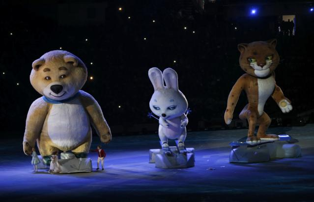 Performers play their part with Olympic mascots during the closing ceremony for the 2014 Sochi Winter Olympics February 23, 2014. REUTERS/Gary Hershorn (RUSSIA - Tags: OLYMPICS SPORT)