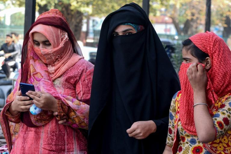 Mobiles phone services have resumed in Indian Kashmir after a 72-day blackout, but the internet remains off limit