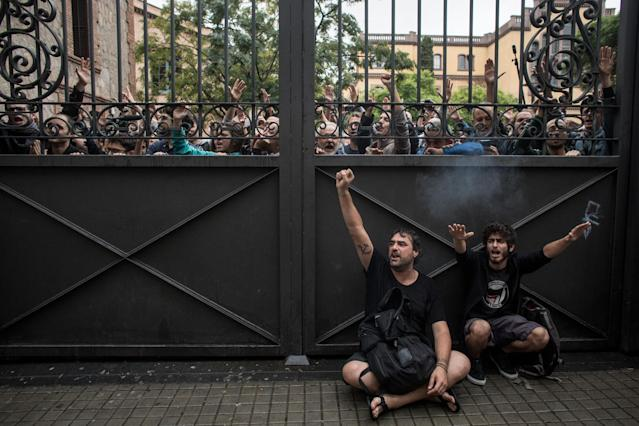 <p>Pro-referendum supporters lock a gate to a polling station as members of the Spanish National Police arrived to control the area during voting at the Escola Industrial of Barcelona school polling station on Oct. 1, 2017 in Barcelona, Spain. (Photo by Chris McGrath/Getty Images) </p>