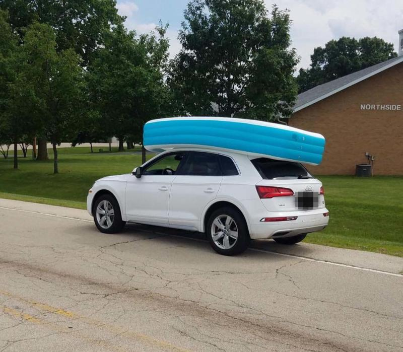 Illinois police officers photographed the Audi with the pool on the vehicle's roof. Source: Dixon Police Department