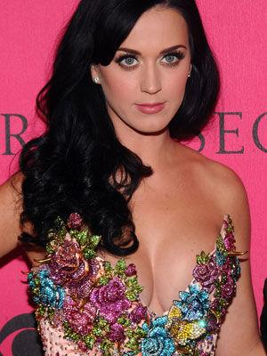 <p>Wearing a glittery sequined corset Perry was a perfect fit for the lingerie label.</p>
