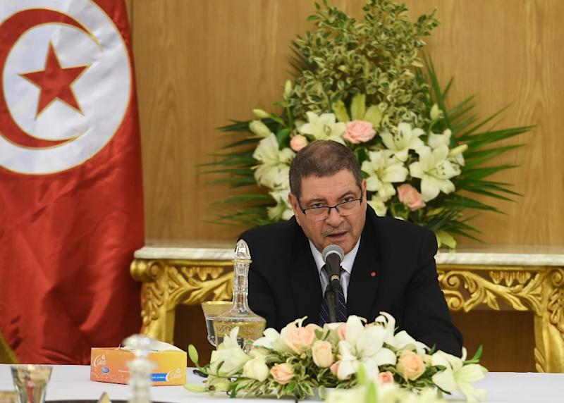 Tunisian Prime Minister Habib Essid leads an emergency cabinet meeting on January 23, 2016 in Tunis (AFP Photo/Fethi Belaid)