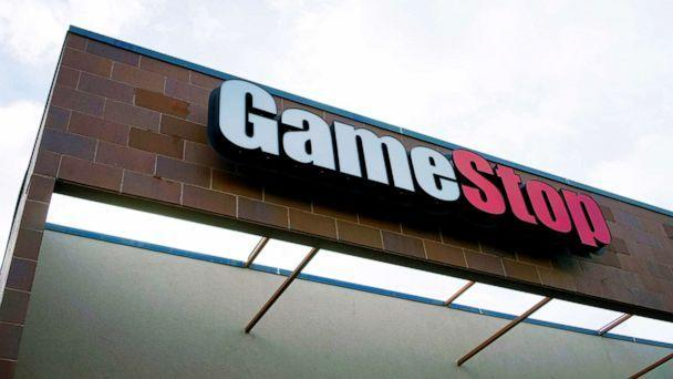 PHOTO: The GameStop store sign marks the shop in Westminster, Colo. Jan. 14, 2014. (Rick Wilking/Reuters, FILE)
