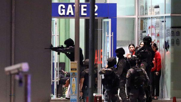 PHOTO: Thai security forces enter a shopping mall on Feb. 9, 2020, as they chase a shooter after a mass shooting in front of the Terminal 21 shopping mall in Nakhon Ratchasima, Thailand on Feb. 8. (Athit Perawongmetha/Reuters)
