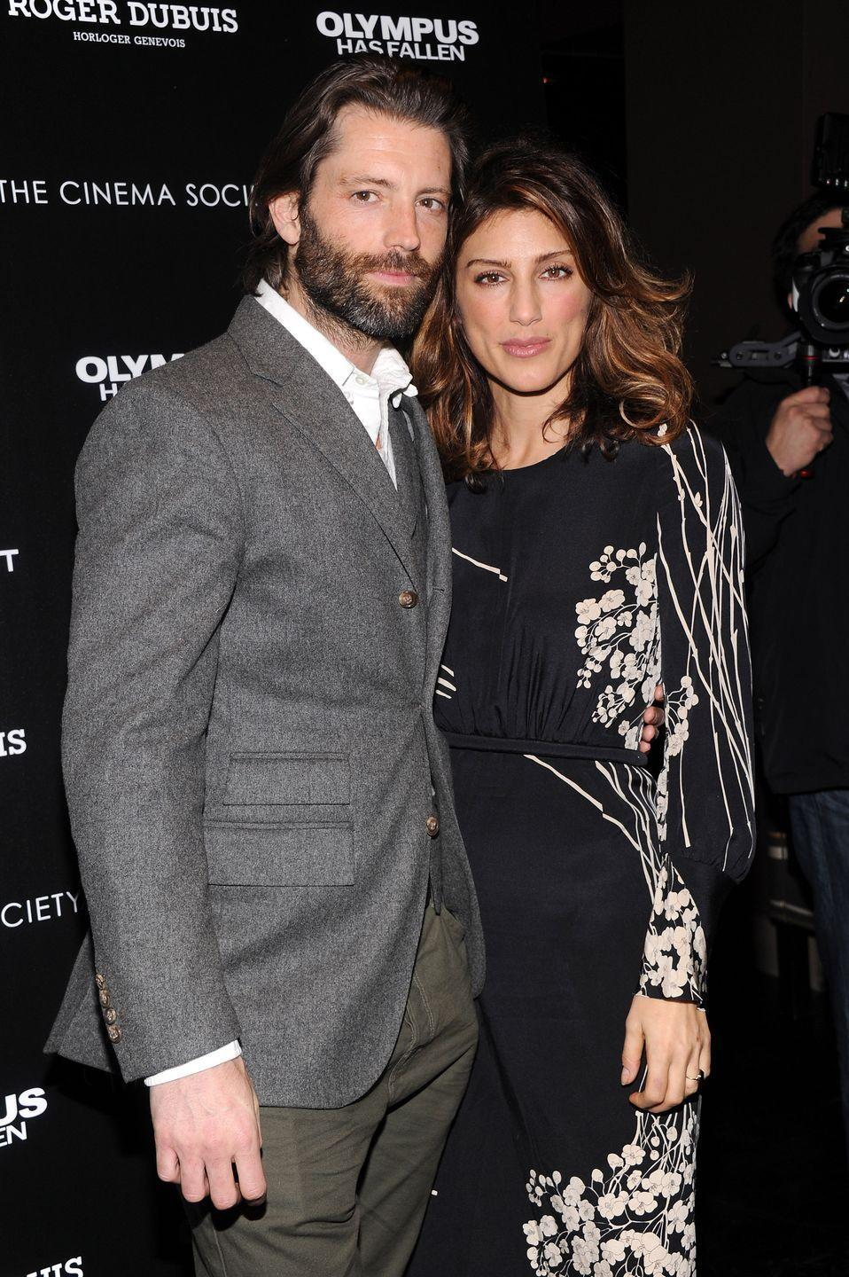<p>There's something about actress Jennifer Esposito and her model husband's eyes that feel all too similar. Doesn't it seem like both of them are starring straight into your soul in this picture?</p>