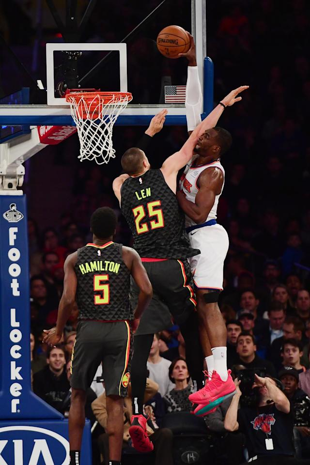 NEW YORK, NEW YORK - DECEMBER 21: Noah Vonleh #32 of the New York Knicks jumps above Alex Len #25 of the Atlanta Hawks to score during the first quarter of the game at Madison Square Garden on December 21, 2018 in New York City. (Photo by Sarah Stier/Getty Images)
