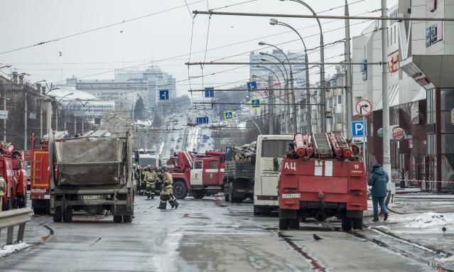 <p>Firefighters work near the scene of the multistory shopping center after a fire, in the Siberian city of Kemerovo, about 3,000 kilometers (1,900 miles) east of Moscow, March 26, 2018. (Photo: AP) </p>