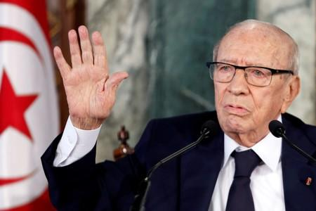 FILE PHOTO: Tunisian President Beji Caid Essebsi speaks during a news conference at the Carthage Palace in Tunis
