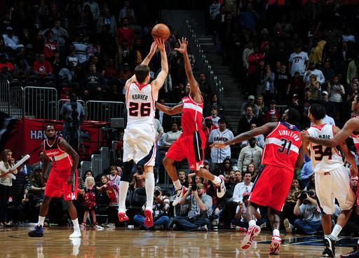 ATLATA, GA - NOVEMBER 21: Kyle Korver #26 of the Atlanta Hawks hits the game winning vs the Washington Wizards at Philips Arena on November 21, 2012 in Atlanta, Georgia. (Photo by Scott Cunningham/NBAE via Getty Images)