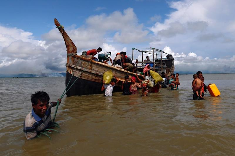 Indonesian Fishermen Discover 94 Hungry Rohingya Muslims Adrift at Sea Crying for Help