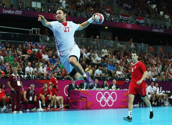 LONDON, ENGLAND - AUGUST 12:  Ivan Cupic #27 of Croatia shoots and scores ahead of Barna Putics #11 of Hungary during the Men's Handball Bronze Medal Match on Day 16 of the London 2012 Olympic Games at Basketball Arena on August 12, 2012 in London, England.  (Photo by Jeff Gross/Getty Images)