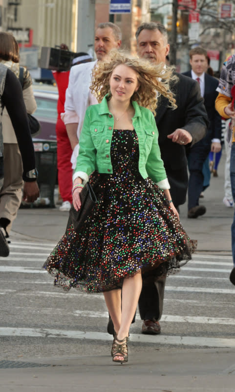 """Pilot"" -- Pictured: AnnaSophia Robb as Carrie Bradshaw"
