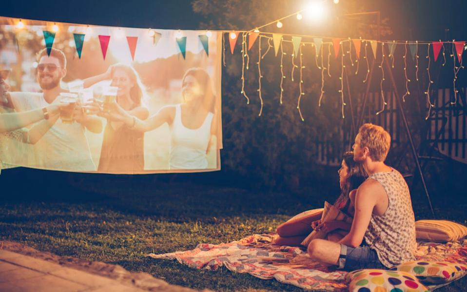 How to turn your garden into a home cinema - E+/ svetikd