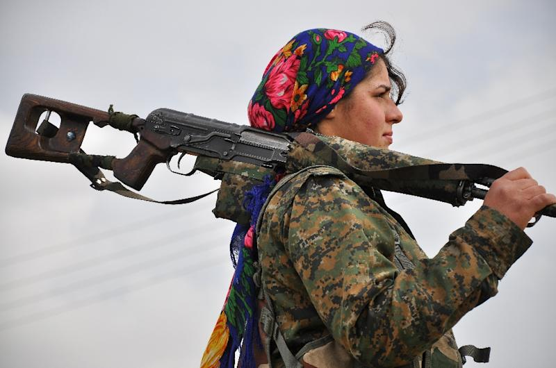 A Kurdish female fighter of the Women's Protection Units (YPJ) looks on at a training camp in al-Qahtaniyah, near the Syrian-Turkish border on February 13, 2015 (AFP Photo/Delil Souleiman)