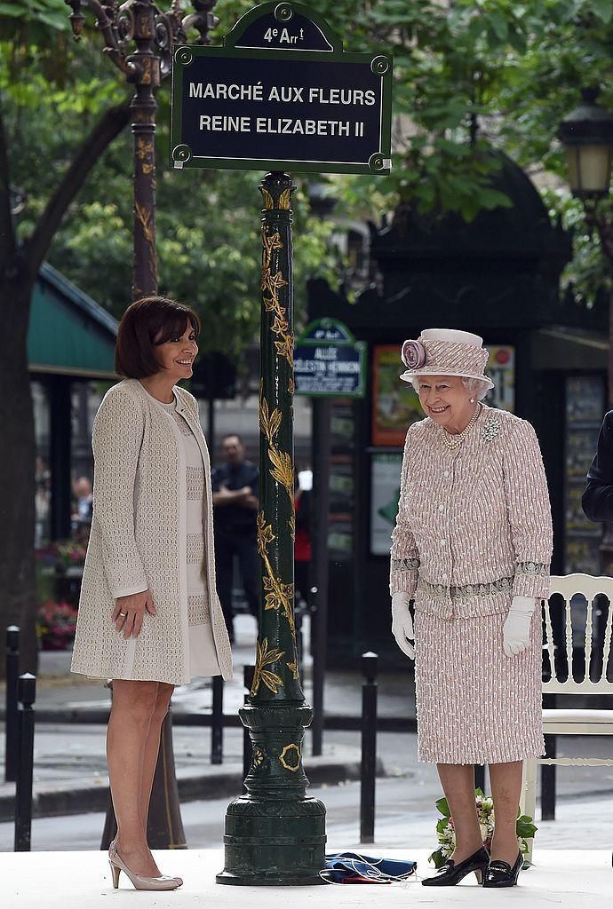 """<p>At the unveiling of the new street sign, """"Marché aux Fleurs Reine Elizabeth II.""""<br></p>"""