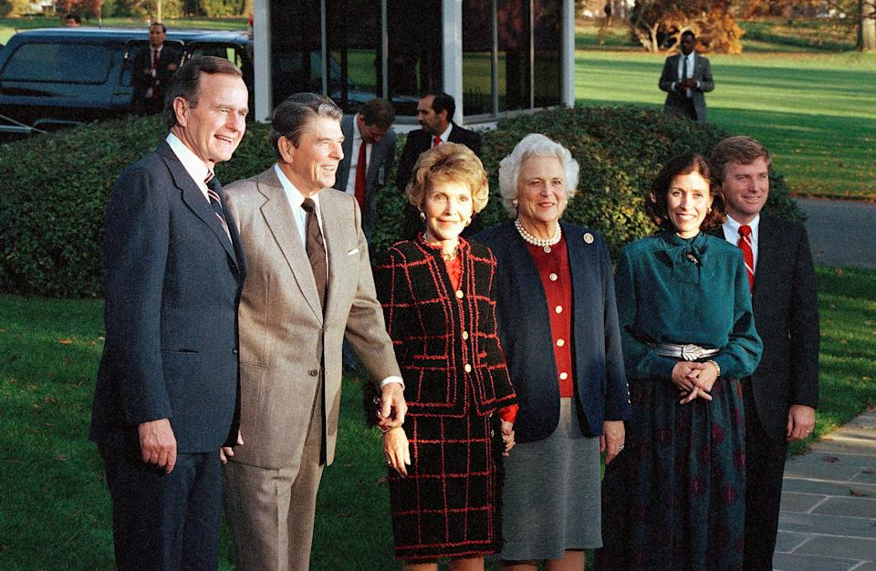 President Ronald Reagan and first lady Nancy Reagan with President-elect George H.W. Bush and incoming first lady Barbara Bush, and Vice President-elect Dan Quayle and incoming second lady Marilyn Quayle at the White House, Nov. 9, 1988.