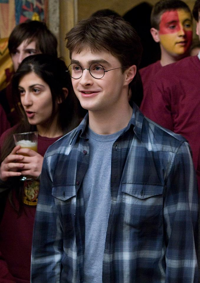 "MOVIE: ""<a href=""http://movies.yahoo.com/movie/1809791044/info"">Harry Potter and the Half-Blood Prince</a>"" (2009)  AGE: 19"