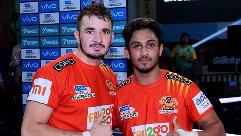 Parvesh Bhainswal (L) and Sunil Kumar have been among the star players for the Gujarat Fortune Giants this season in the Pro Kabaddi. Image Courtesy: PKL