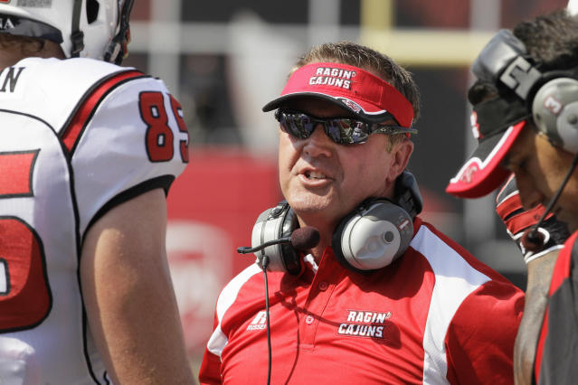 Louisiana-Lafayette coach Mark Hudspeth talks with tight end Ian Thompson (85) during the first half of an NCAA college football game against Arkansas in Fayetteville, Ark., Saturday, Aug. 31, 2013. (AP Photo/Danny Johnston)