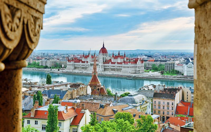 Budapest has been referred to as the 'Paris of the East', and romance is all around - VitalyEdush
