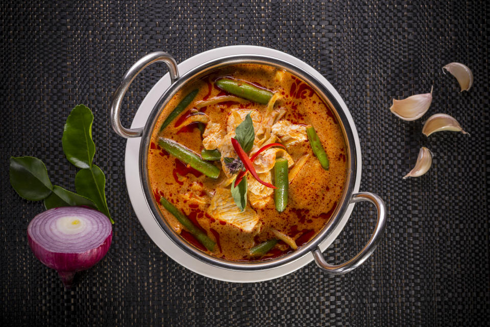 Eating spicy foods like curry can actually cool your body down. [Photo: Getty]