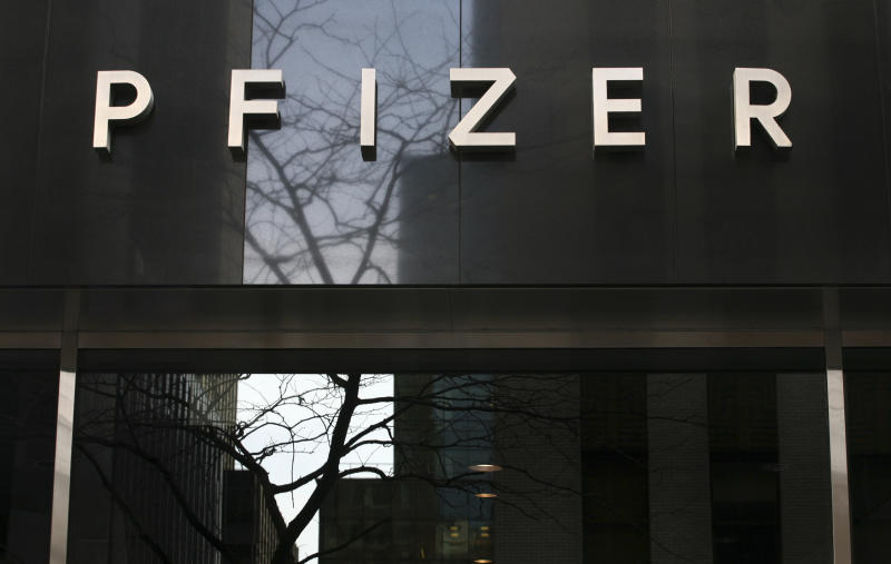 "FILE - In this Jan. 25, 2009 file photo, a sign at Pfizer world headquarters is shown in New York. Pfizer is recalling a lot of 19,000 bottles of the blockbuster cholesterol drug Lipitor Tuesday, Dec. 21, 2010,  citing a consumer complaint about an ""uncharacteristic"" odor. (AP Photo/Mark Lennihan, file)"