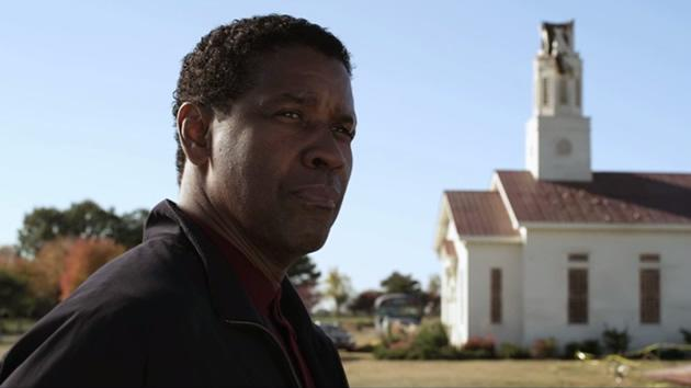 """Denzel Washington stars in """"Flight"""", an action-packed mystery suspense thriller about a pilot who saved his passengers aboard a doomed plane. (Movie still)"""