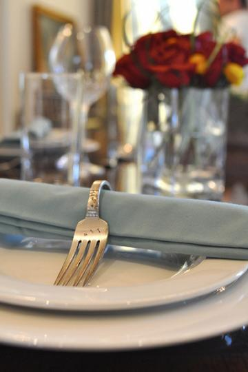 "<div class=""caption-credit""> Photo by: Apartment Therapy</div><div class=""caption-title""></div><b>Fork Napkin Rings</b> <br> These fork napkin rings are pretty awesome. If you can find some really cool old forks you should definitely do this. And then invite me over for dinner! <br> <i>See more here on <a rel=""nofollow"" href=""http://www.apartmenttherapy.com/brooklyn-limestone-diy-vintage-134738"" target=""_blank"">Apartment Therapy</a></i>"
