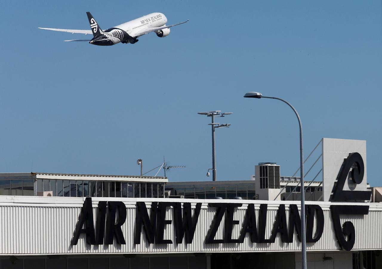 FILE PHOTO: An Air New Zealand Boeing Dreamliner 787 takes off from Auckland Airport in New Zealand,  September 20, 2017.   REUTERS/Nigel Marple/File Photo                           GLOBAL BUSINESS WEEK AHEAD - SEARCH GLOBAL BUSINESS 19 FEB FOR ALL IMAGES